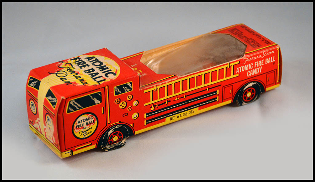 1975 - Ferrara Pan - Atomic Fire Ball - Fire Engine novelty candy box - Photo 2