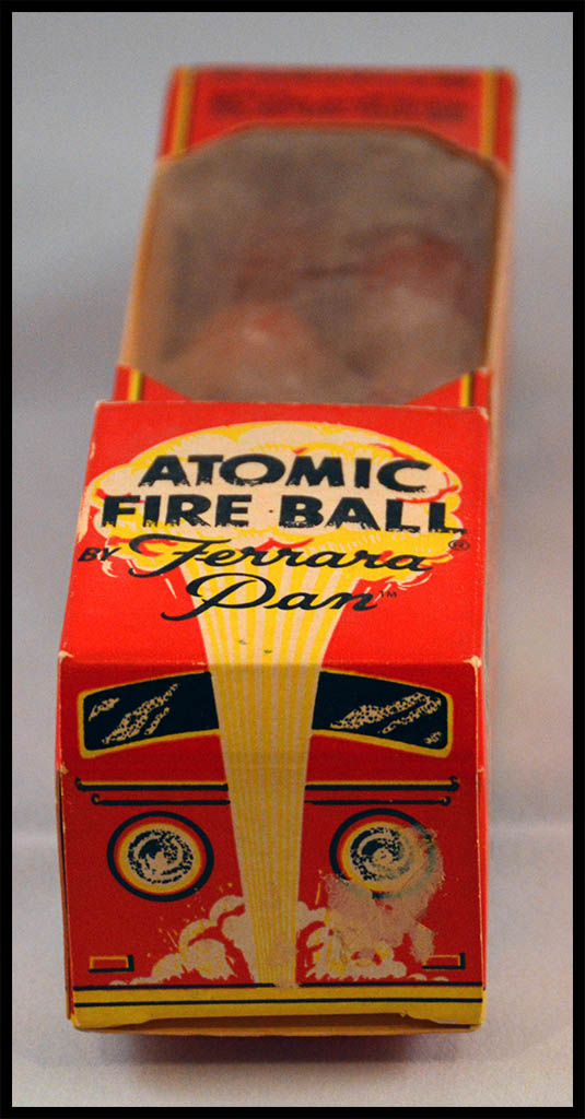 1975 - Ferrara Pan - Atomic Fire Ball - Fire Engine novelty candy box - Photo 3