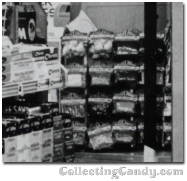 1953 Halloween Grocery picture - generic peg candy? - close-up